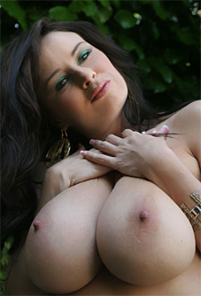 Taylor kennedy nude pics