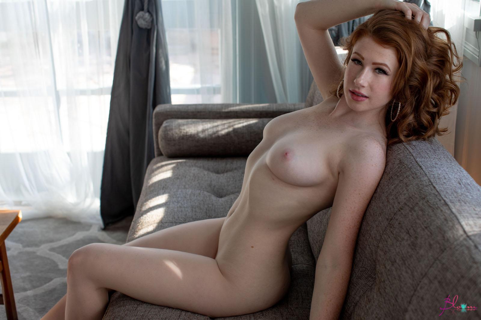 Nudes mandler Abigale Mandler