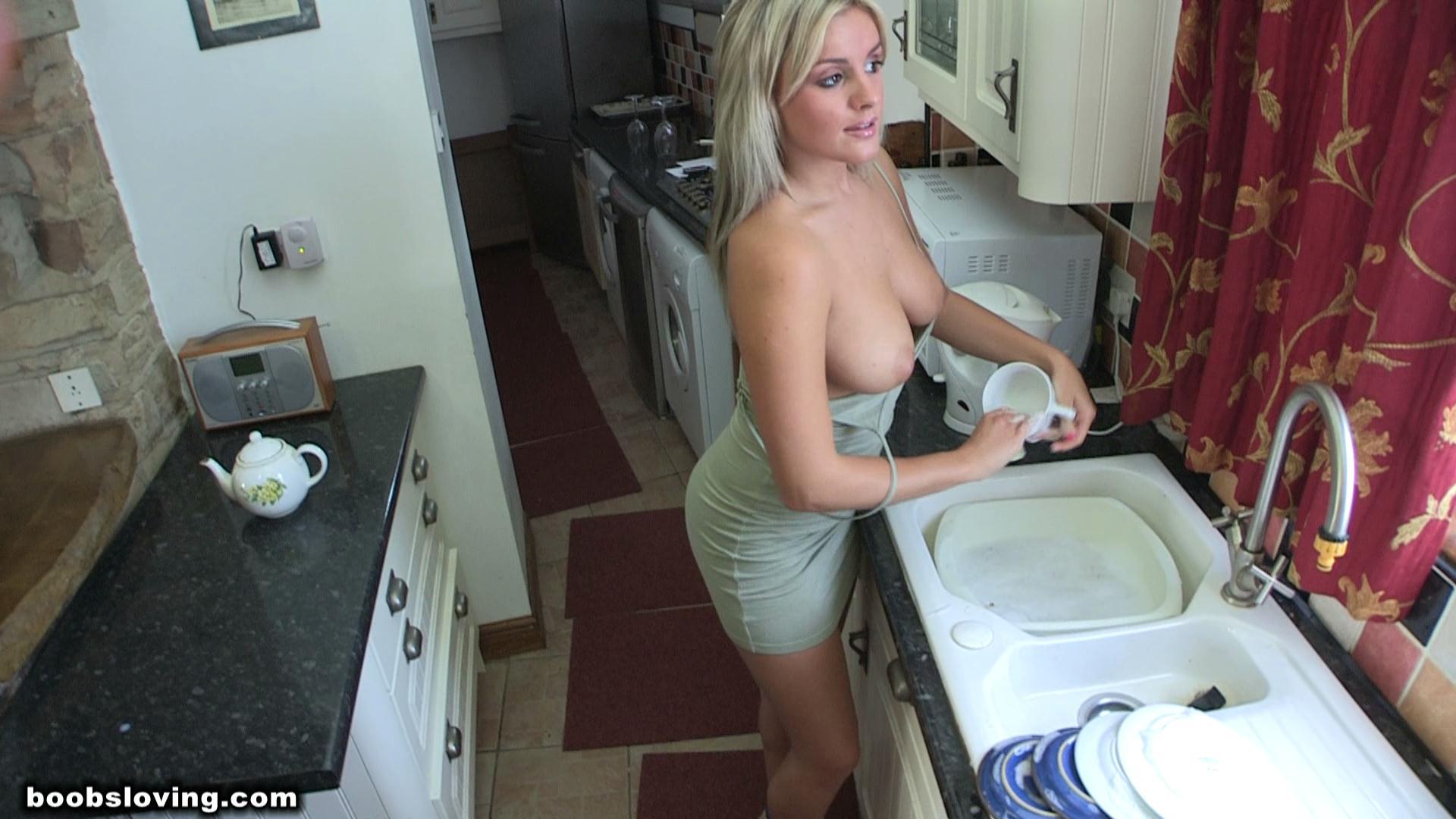 Секс когда моет посуду 26 фотография