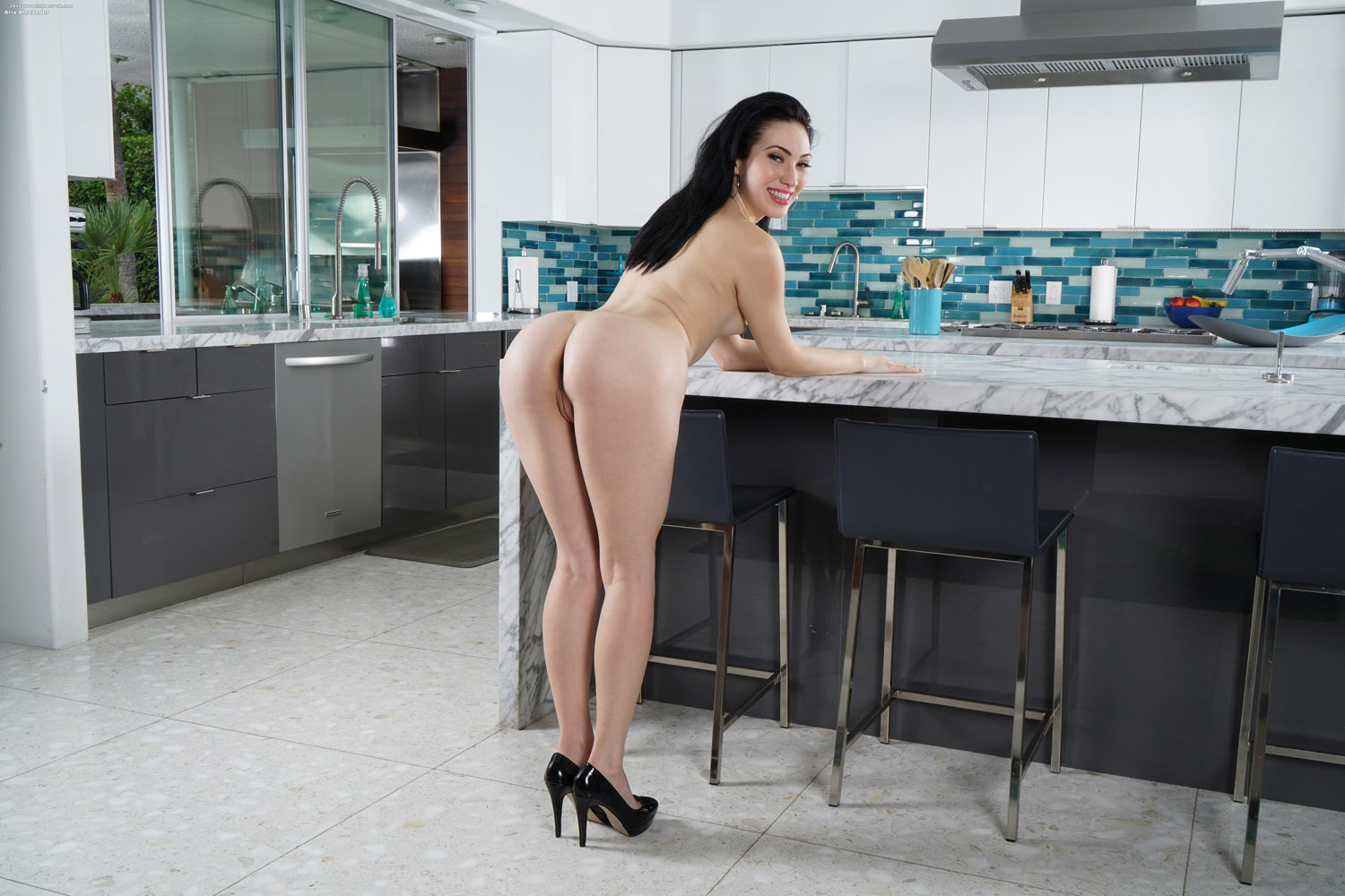 Aria alexander is going to suck her bosses bbc - 2 3