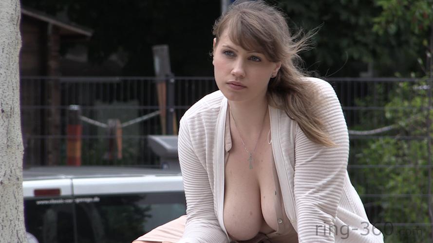 Mallu Nettes vollbusiges College-Mädchen topless Position