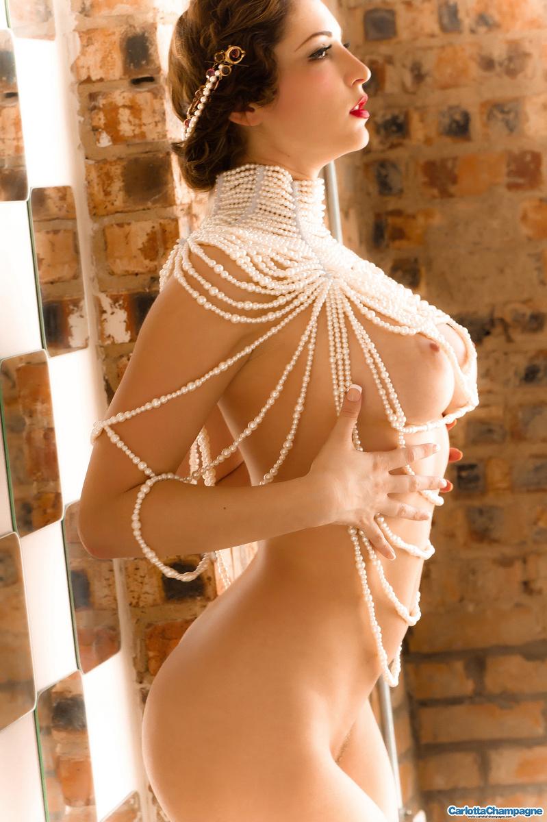 http://www.hottystop.com/carlotta-champagne-vintage-vixen/12.jpg