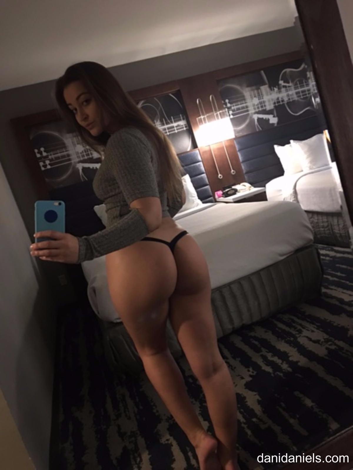 dani ass Selfie daniels
