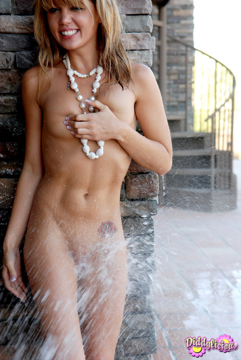 Hot sexy wet naked girls