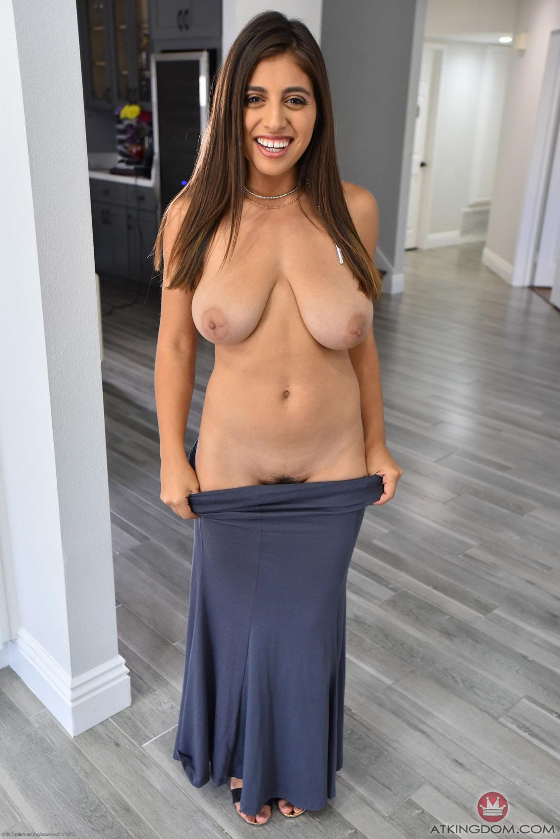 Latina busty nude