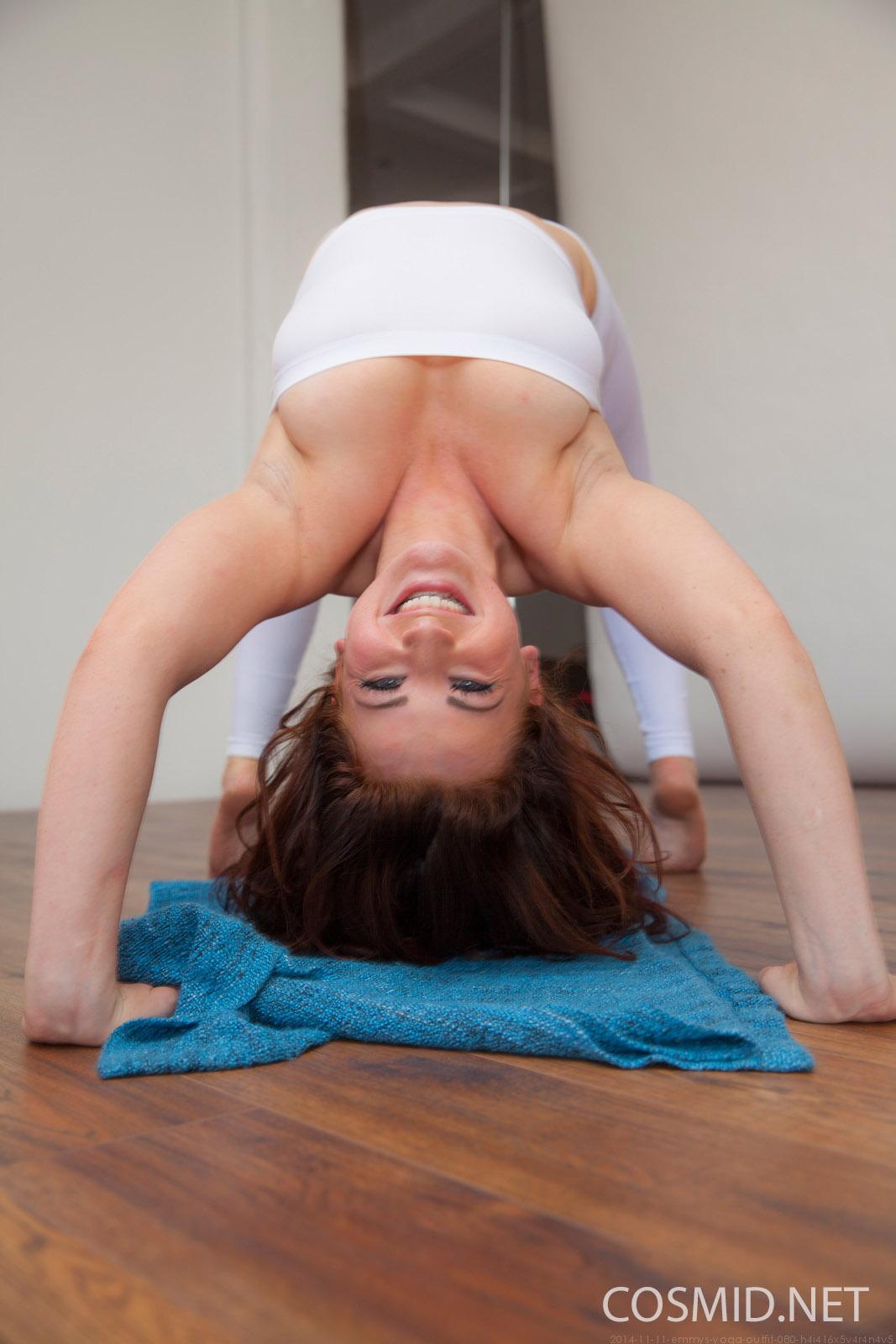http://www.hottystop.com/emmy-sinclair-yoga-time-cosmid/8.jpg