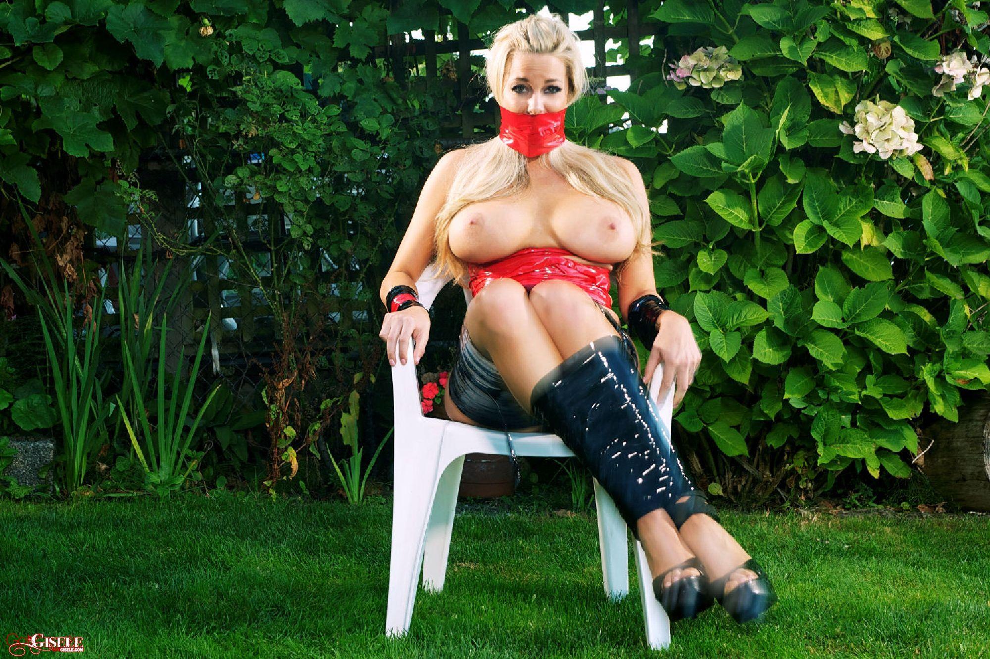 Связанная скотчем блондинка 4 фотография
