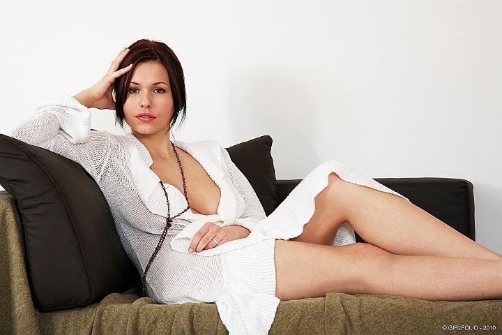Фото голых девушек в платье 3