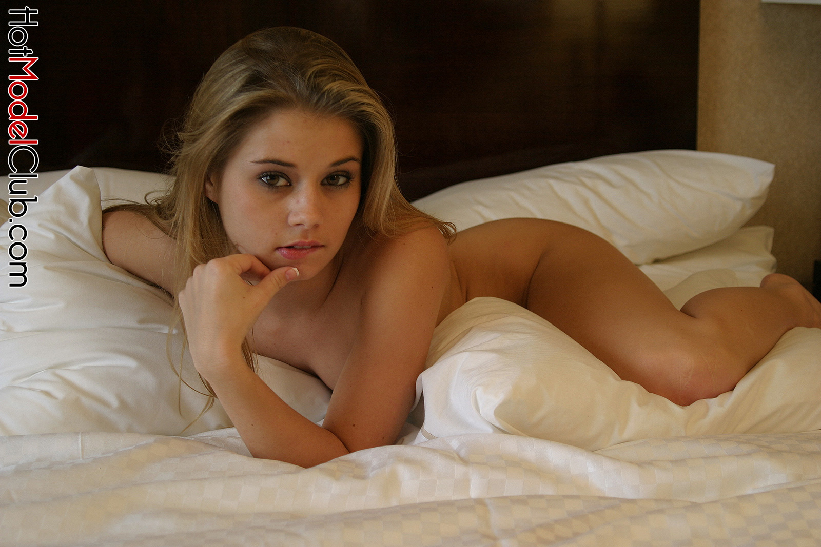 Stacy Starlet In Bed - Hot Girls Wallpaper
