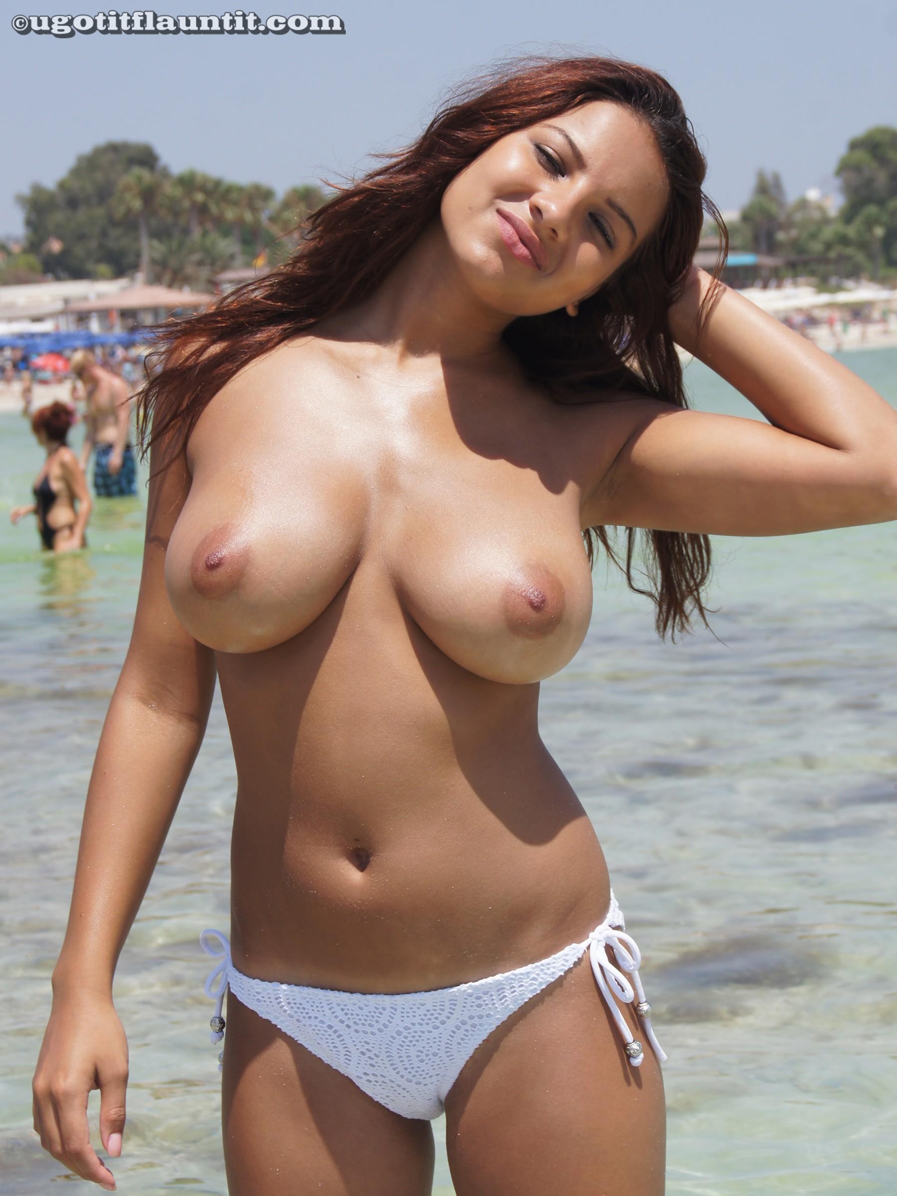 Фото грудастых девчонок на пляже 11 фотография