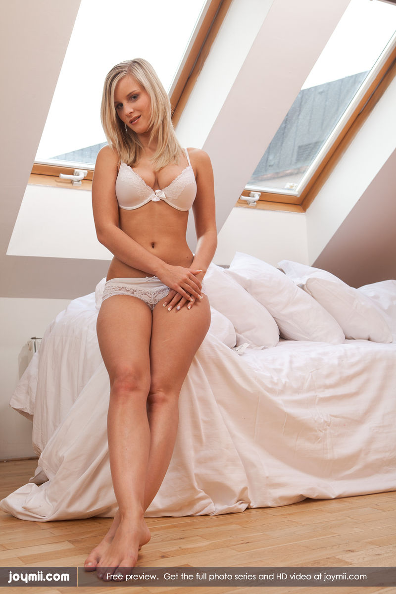 Are absolutely Gorgeous blonde miela