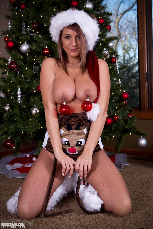 Nikki Sims Merry Christmas Boobs Nude / Hotty Stop