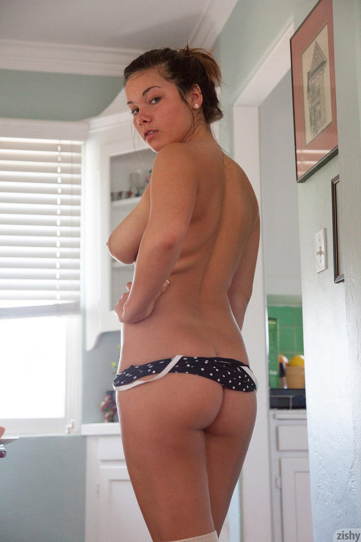 Nikki yann nackt