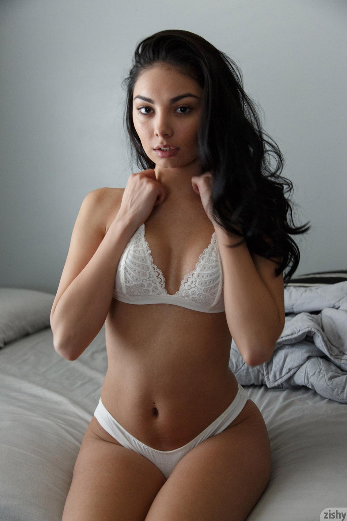 Sexy women big leg naked spread pussy