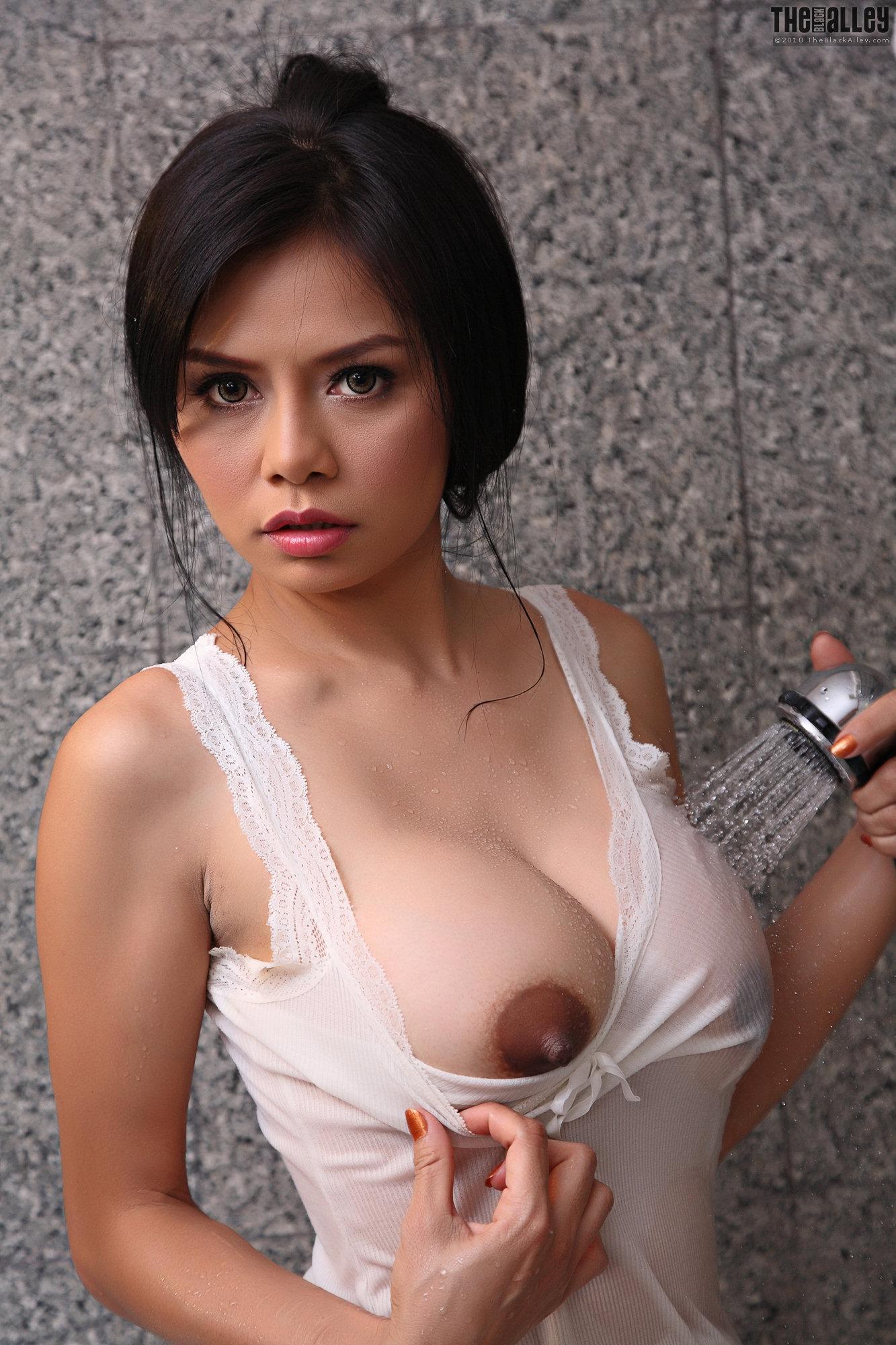 Favourite aletta boob profile shirt that oiled piece