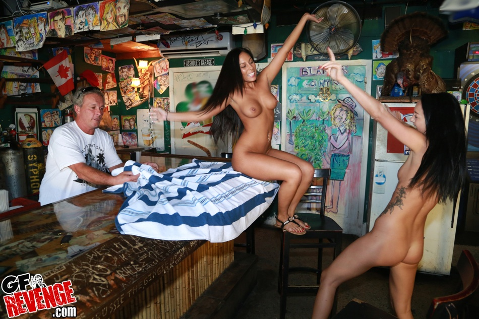 cafe girl strip nude in