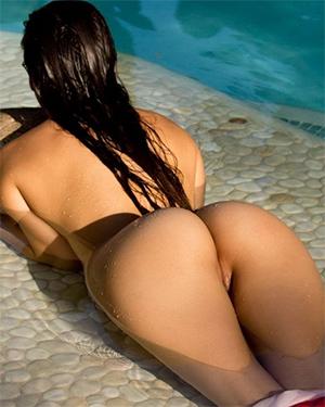 Alexis Love Drops Her Bikini