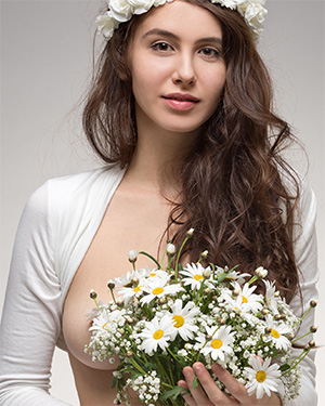 Alisa I the Naked Bridesmaid