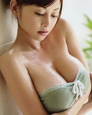 Anri Sugihara Bouncy Boobs