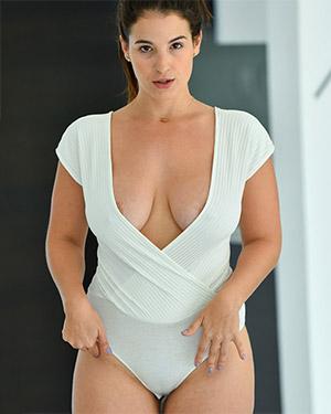 Antonella Shows Off Her Bodysuit