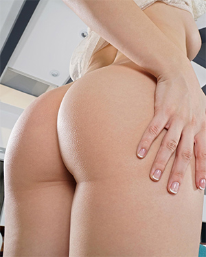 Bailey Rayne In The Crack