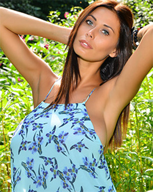 Bilyana Evgenieva Busty Glam Model