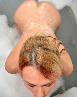 Callista Model Suds and Sucking