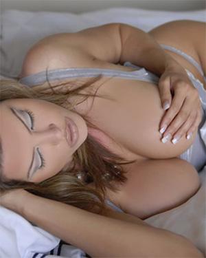 Dana Hamm Busty Model