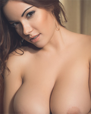 Elizabeth Marxs Seductive and Busty