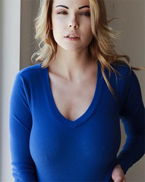Elizabeth Marxs Blue Sweater Tits