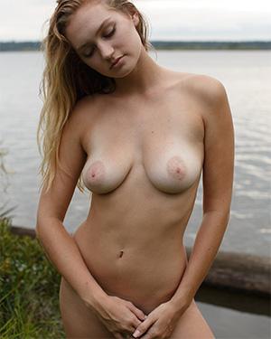 Ellen Kennedy Bikini Bae Zishy