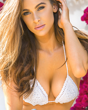 Ellie Gonsalves Sexy Model