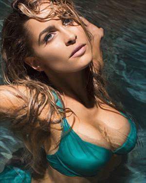 Ellie Gonsalves Stunning