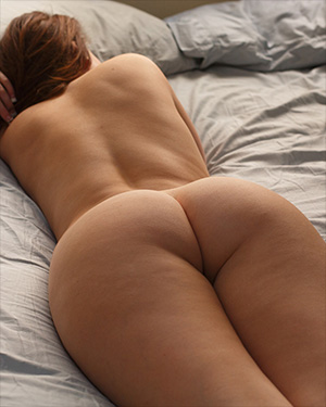Emmy Sinclair Nude In Bed