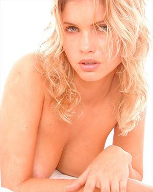 Eva Sensual Blonde