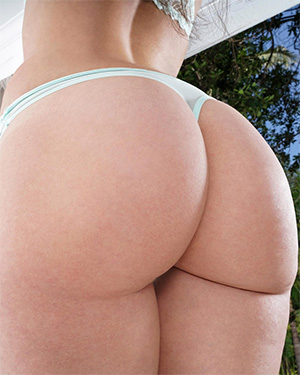 Gia Paige in the crack