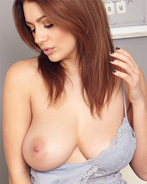 Holly Peers Sleep Naked