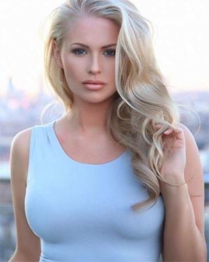 Isabelle Allan Sexy Model