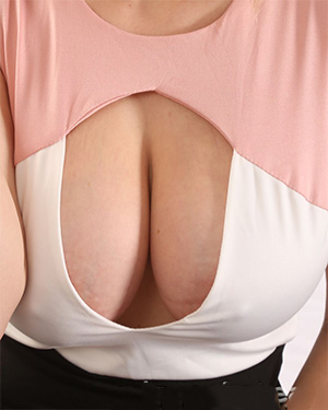 Jenny James reveals her big boobs