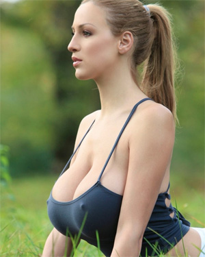 Jordan Carver sexy model