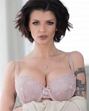 Joslyn sexy babe