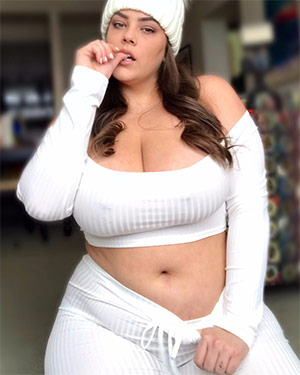 Katie Cummings Thick On Fancentro