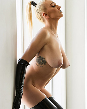 Kendra Sunderland Twistys Treat