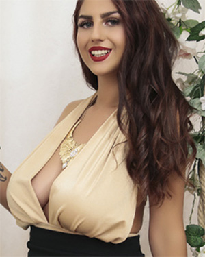 BelovedKhloe Busty Webcam Model