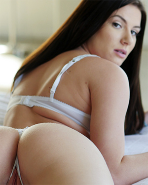 Kymberlee Anne Lazy Horny Day In Bed