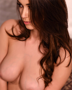 Lauren Louise Strips Nude