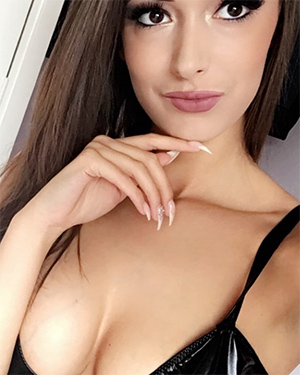 Lauren Louise Nude Selfies