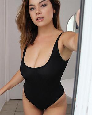 Lex Nai Sexy Alley Girl