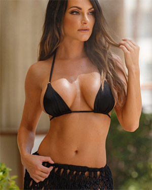 Nienna Jade Heats Up Vegas
