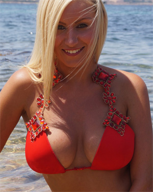 Rachael Busty Beach Blondie Flaunt It
